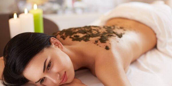 Uvoľňujúca masáž chrbta s rašelinovým zábalom