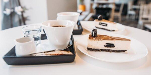 Lahodný cheesecake s kávou alebo vínom