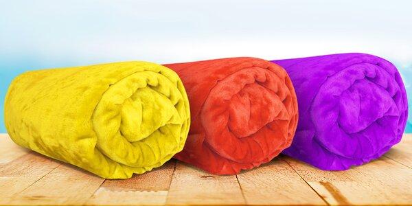 Príjemne hrejivé farebné deky z mikroflanelu