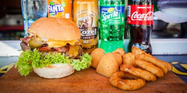 Šťavnatý burger či hotdog s prílohou