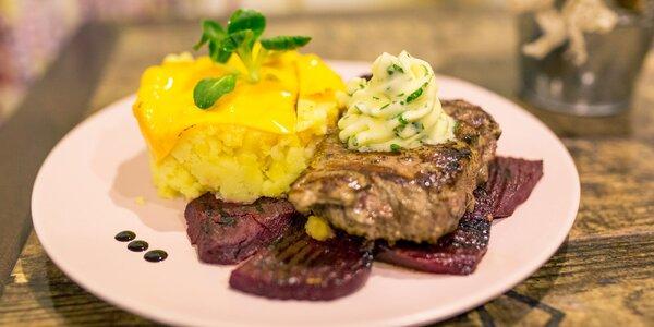 Šťavnatý teľací steak na pečenej cvikle v reštaurácii Bowling Erika