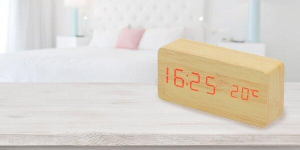 Digitálny LED budík v drevenom dizajne