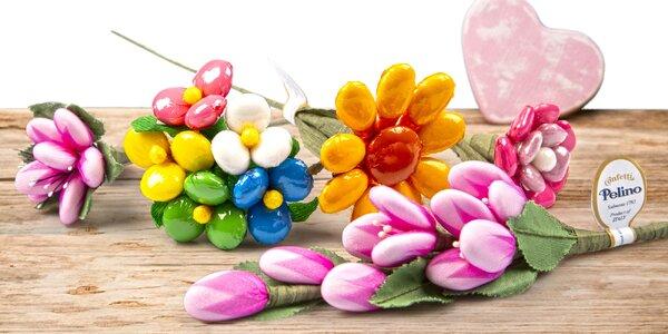 Sladký májový darček: kvety z čokolády i mandlí