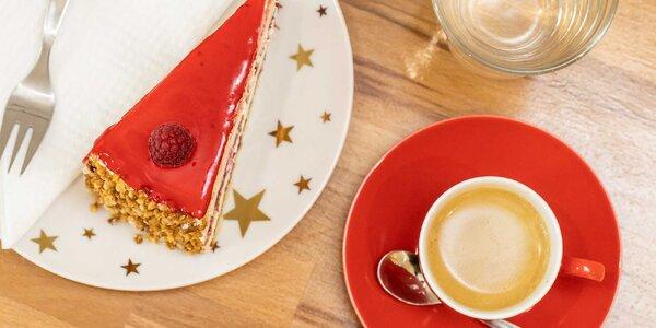 Cheesecake, klasická torta alebo káva so zákuskom