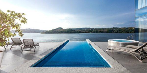 5* pobyt nabitý zážitkami: hotel s výhľadom na jazero, infinity bazén a TOP gastronómia