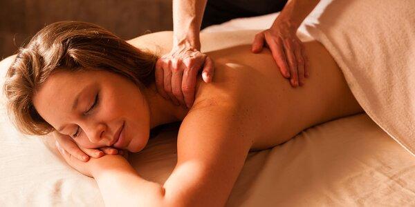 Klasická, Športová, Relaxačná masáž, alebo Reflexná masáž chodidiel, či Bankovanie v DIVABEAUTY