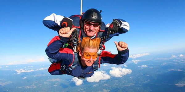 Tandemový zoskok z výšky až 4000 metrov !