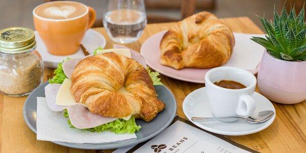 Sladký alebo slaný plnený croissant + káva