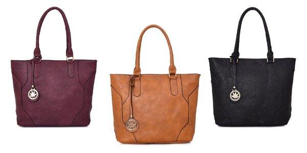 Priestranné a elegantné kabelky s príveskom
