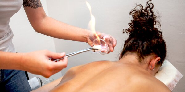 Rôzne druhy masáží, bankovanie či mäkké techniky