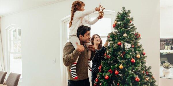 Vianočný stromček v ohrození! Ako zvládnuť Vianoce s malými deťmi?