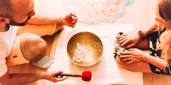 Zvuková masáž s himalájskymi miskami