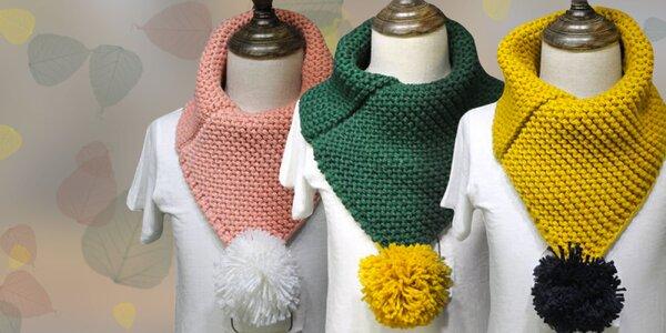 Detský pletený nákrčník s brmbolcom