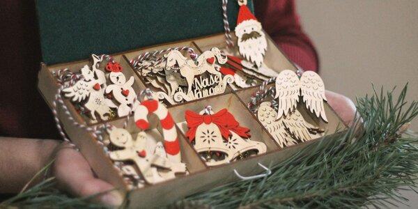 Krásna sada vianočných maľovaných ozdôb