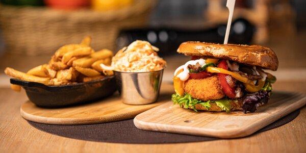 Nadupaný hot-dog či burger + hranolčeky a coleslaw