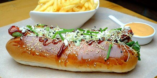 Hotdog či burger s hranolčekmi v Massimo