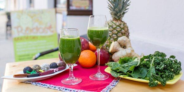 Čerstvé zelené šťavy alebo zdravé maškrty