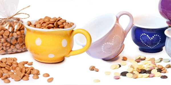 Hrnčeky s variáciami čokolád: horká, biela i mliečna