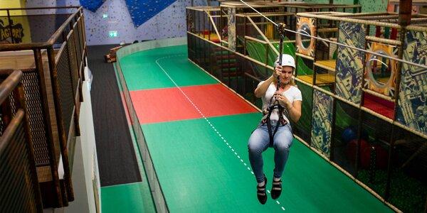 Vstup na lezeckú stenu či do lanového centra s prekážkovou dráhou a lanovkou pre malých i veľkých