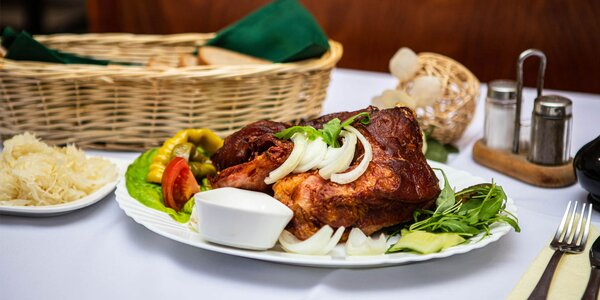 Tatársky biftek, kurča, grilované koleno alebo grilovaný býk