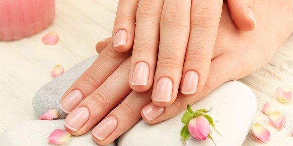 Regeneračné a spevňovacie kúry na nechty + masáž