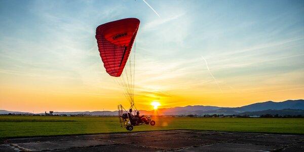 Motorový paragliding – tandemový let ponad Trenčiansky hrad