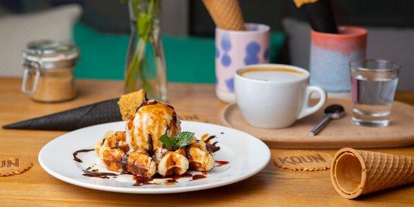Luxusná waffla s gelatom a kávou v gelaterii KOUN