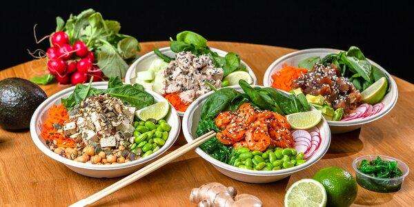 4 druhy chutného poké s wakame šalátom a nápojom v Poké bistro