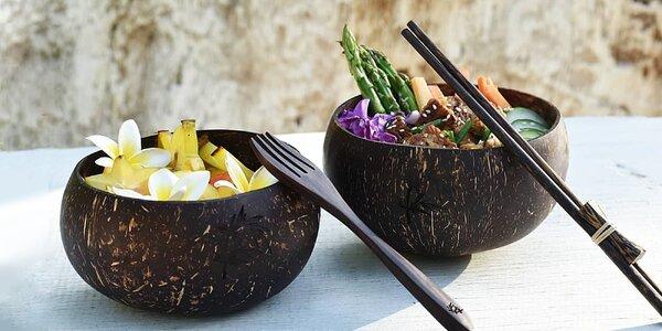 Kokosové misky s dreveným príborom