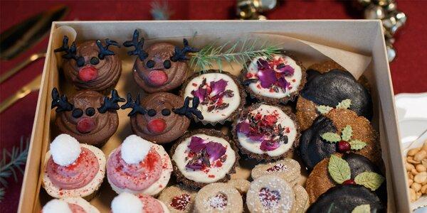 Krabičky s vianočnými RAW koláčikmi od Nueva Via