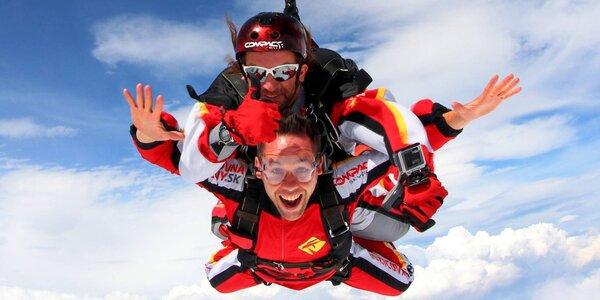 Tandemový alebo sólo zoskok z lietadla - splňte si životný sen!