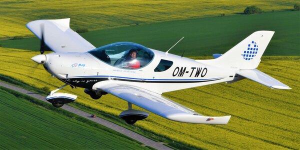 Let športovým lietadlom pre 1–3 osoby a pilotovanie