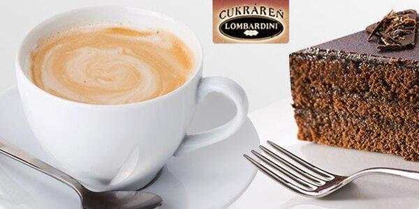 Výborná káva so sladkým zákuskom
