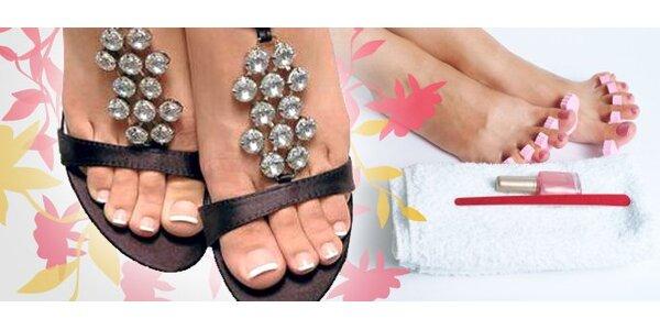 5 Eur za mokrú pedikúru a lakovanie nechtov na nohách so zľavou 65%!