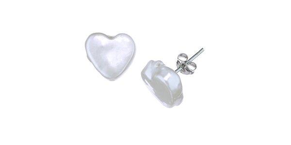 Biele perlové náušnice Orchira v tvare srdca