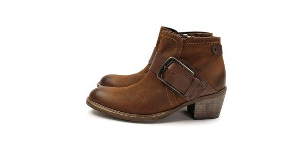 Dámske hnedé členkové topánky na opätku Acosta s prackou
