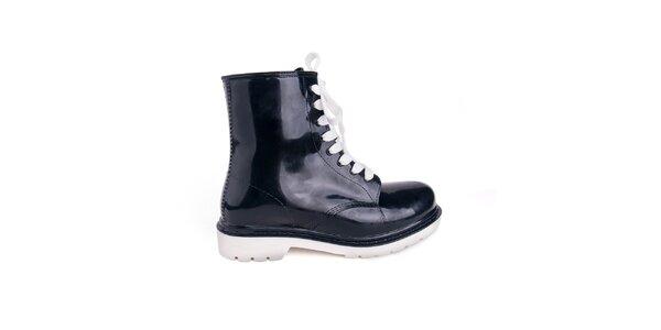Dámske čierne topánky s bílými šnúrkami Via Bellucci
