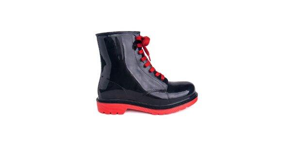 Dámske čierne topánky s červenými šnúrkami Via Bellucci