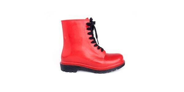 Dámske červené členkové topánky s čiernymi šnúrkami Via Bellucci