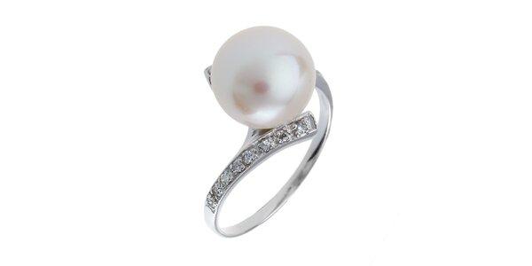 Dámsky strieborný prsteň s bielou perlou a zirkónmi Orchira