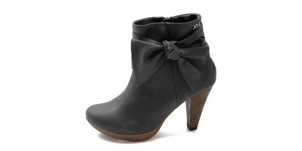 Čierne topánky s mašľou Xti