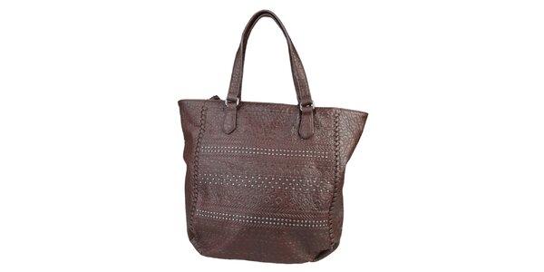 Dámska hnedá kabelka s cvočkami Sisley