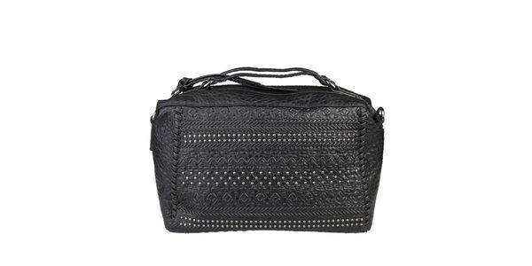 Dámska čierna podlhovastá kabelka s cvočkami Sisley