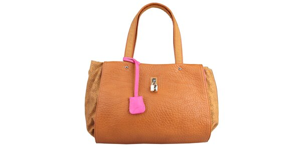 Dámska karamelová kabelka s ružovou visačkou Benetton