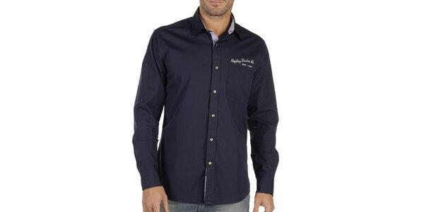 Pánska tmavo modrá košeľa s potlačou na chrbáte Replay