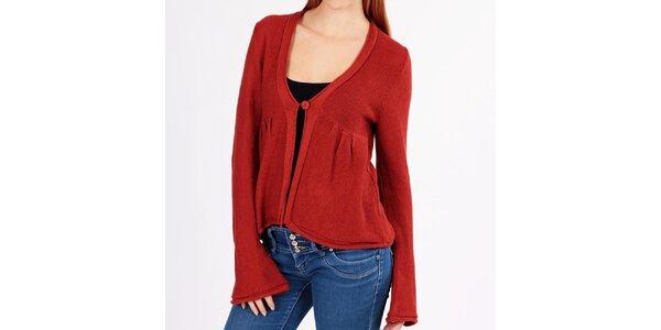 Dámsky tehlovo červený sveter s gombíkom Emma Pernelle