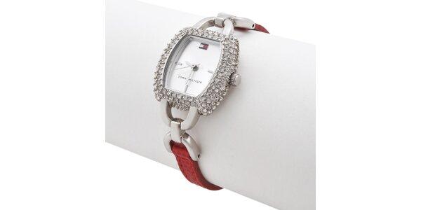 Dámske náramkové hodinky Tommy Hilfiger s červeným remienkom