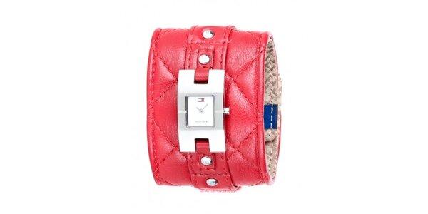 Dámske náramkové hodinky Tommy Hilfiger s širokým červeným prešívaným remienkom