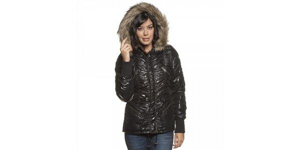 Dámska čierna lesklá prešívaná bunda Lois s kožúškom