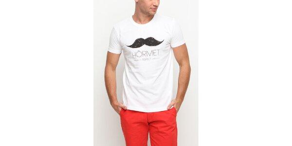 Pánske biele tričko s krátkym rukávom a potlačou fúzikov Dogo